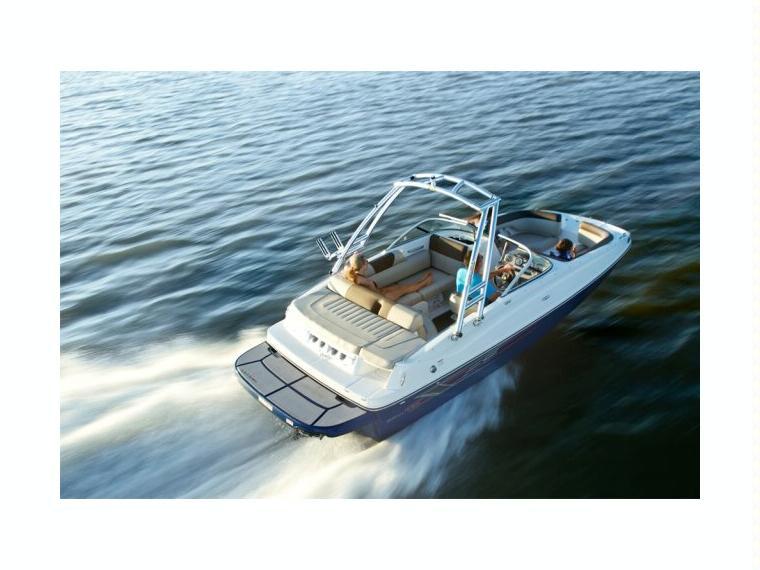 Bayliner 195 Deck Boat Boot mit offenem Deck