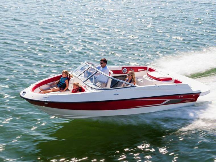 Bayliner 185 Bowrider Boot mit offenem Deck