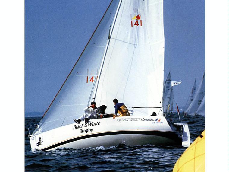 Boot beneteau first class 8 inautia for First class 8 interieur