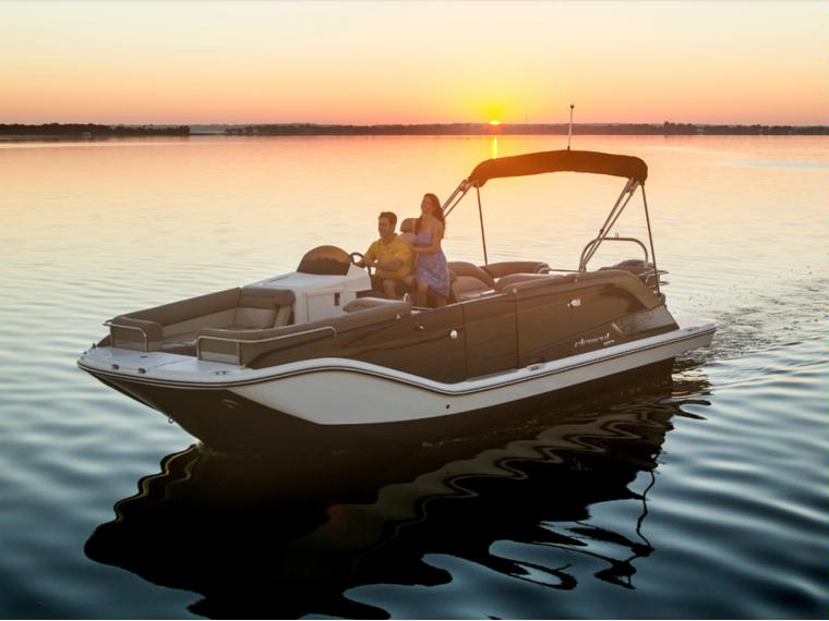 Bayliner XR7 Element Boot mit offenem Deck