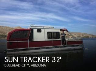 Sun Tracker 32 Party Cruiser