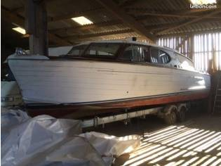 Chris Craft Enclosed Cruiser Deluxe