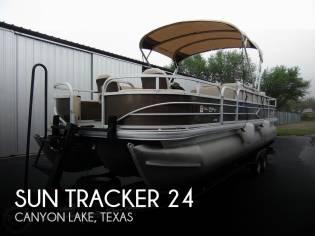 Sun Tracker 24 DLX Fishin' Barge