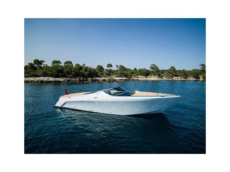 Mulder Aston Martin Am37 Power Boat Neu Im Angebot 48551 Neue Boote Im Angebot Inautia