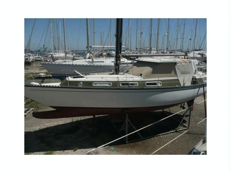 Coronet elvstr m 38 in port navy service motorboote - Navy service port saint louis du rhone ...