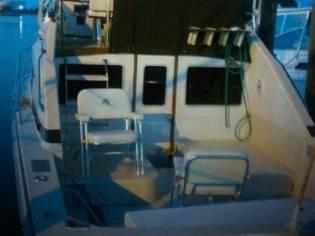 Bertram 30 Flybridge Cruiser