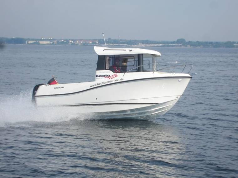 555 Pilothouse  115 PS MESSEBOOT
