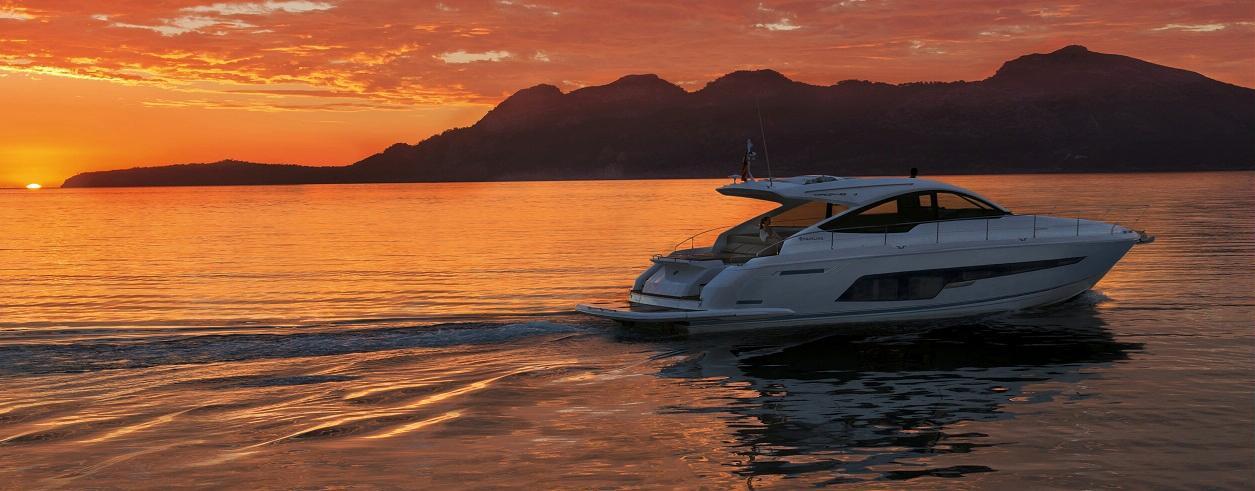 In Yachts Ibiza Foto 1